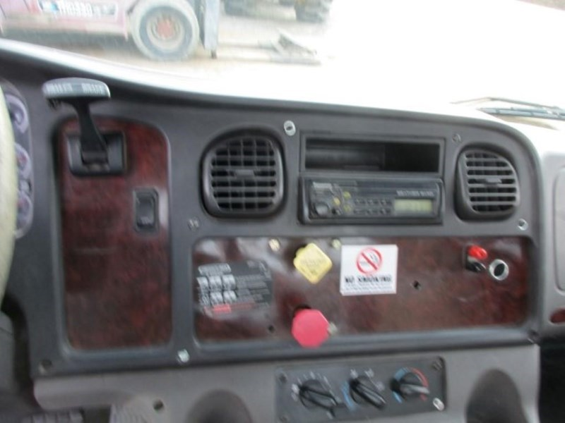 2005 Freightliner BUSINESS CLASS M2 106 Image 10