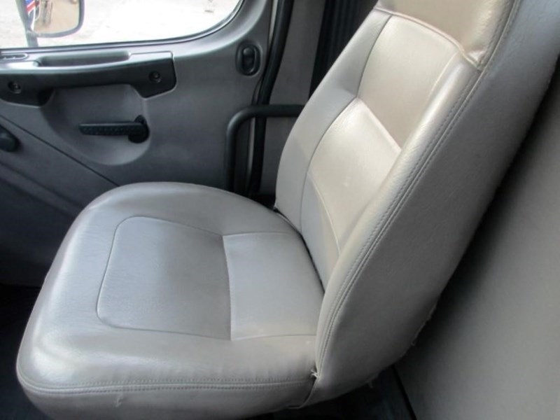 2005 Freightliner BUSINESS CLASS M2 106 Image 12