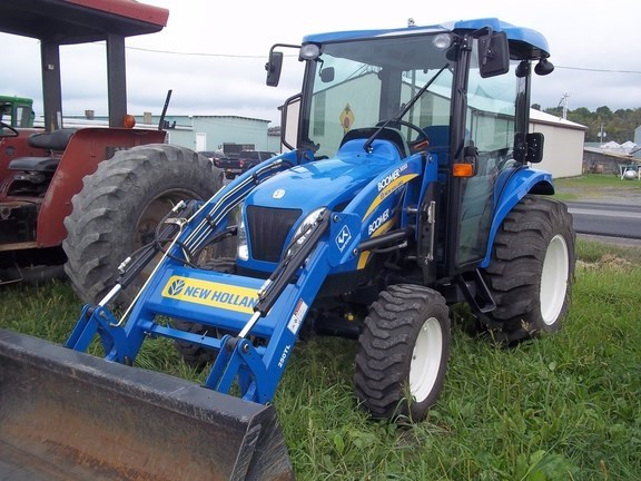 2011 New Holland Boomer 3050 CVT Cab Tractor - Compact Utility For Sale