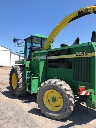 2000 John Deere 6850 Forage Harvester-Self Propelled For Sale