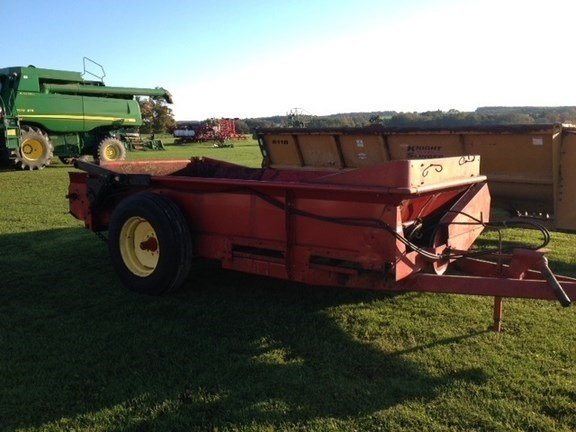 New Holland 155 Manure Spreader-Dry/Pull Type For Sale
