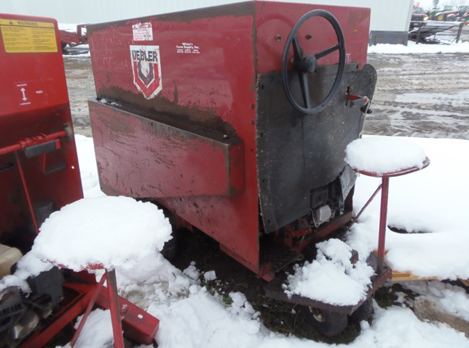 2000 Gruetts 810 Feed Cart For Sale