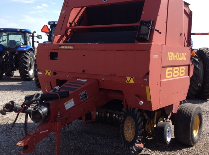 1999 New Holland 688 Baler-Round For Sale