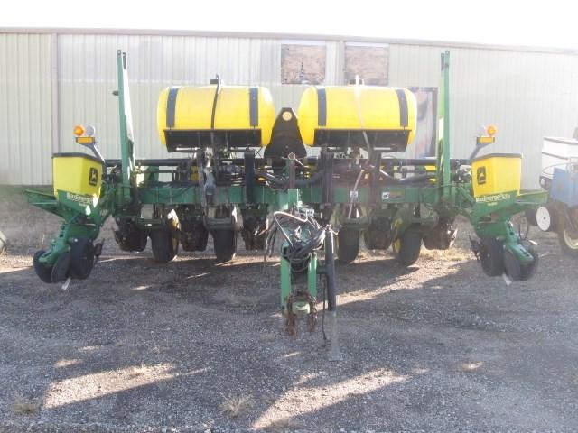1998 John Deere 1760 Planter For Sale