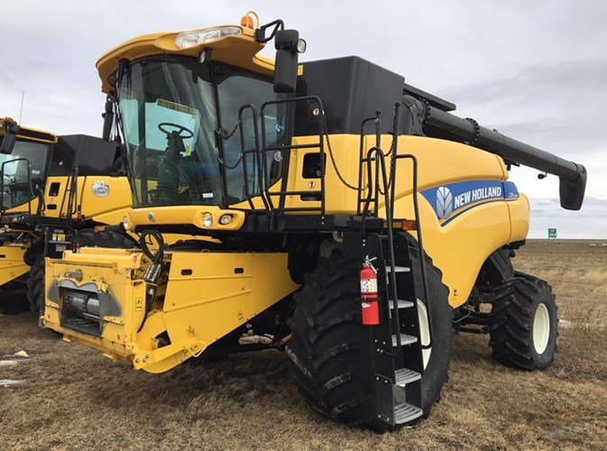 2013 New Holland CR7090 Combine For Sale