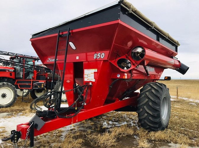 2014 Demco 850 Grain Cart For Sale