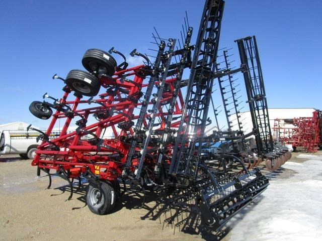 2019 Case IH TIGER-MATE 255:-28.7 ft 11.0 FOOT MF:-CONSTNT:-Sin Field Cultivator For Sale