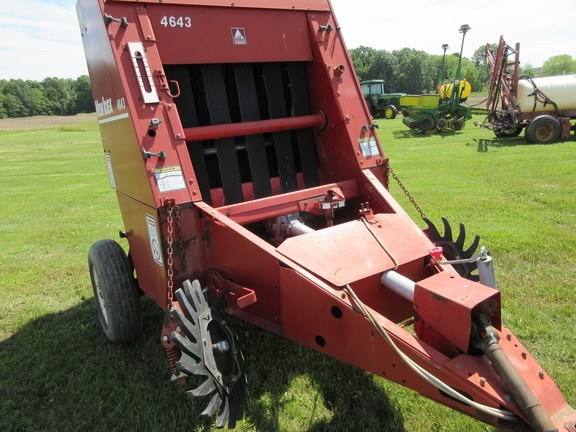 1995 New Idea 4643 Baler-Round For Sale