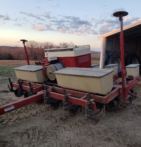 1984 IH 950 Planter For Sale