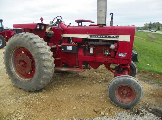 1969 International 856 custom Tractor For Sale