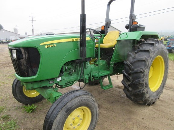 2014 John Deere 5055D Tractor - Utility For Sale
