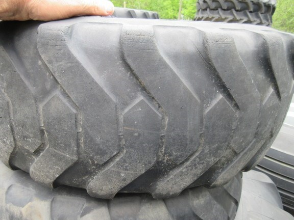 2000 John Deere 17.5L-24 Wheels and Tires For Sale