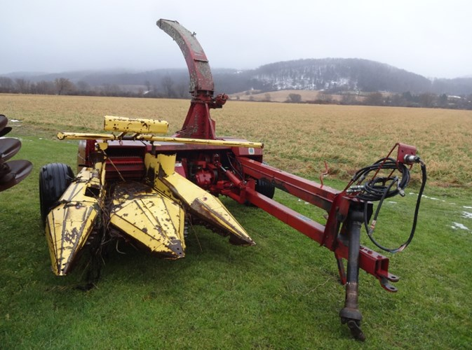 New Holland 790 Forage Harvester-Pull Type For Sale
