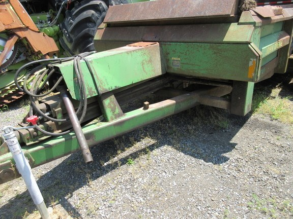 John Deere 780 Manure Spreader-Dry/Pull Type For Sale