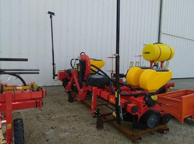 2019 MaterMacc 8200 4 row vegetable/hemp Planter For Sale