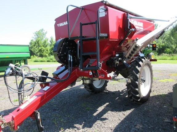 2017 Valmar 8600 Fertilizer Spreader For Sale