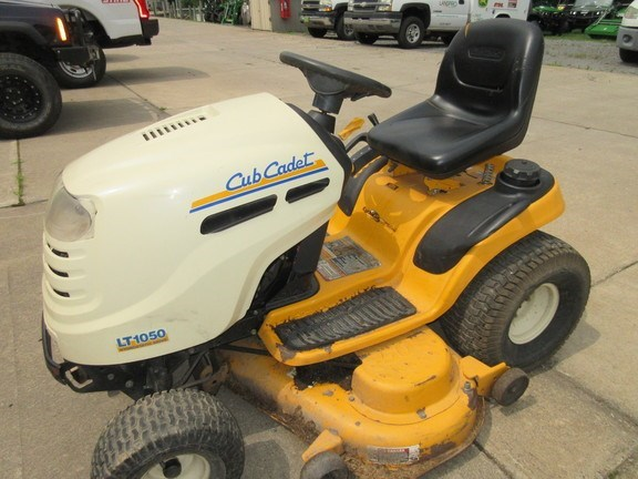 2007 Cub Cadet LT1050 Lawn Mower For Sale
