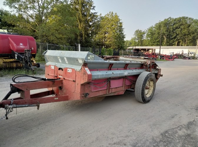 H & S 235 Manure Spreader-Dry/Pull Type For Sale » White's
