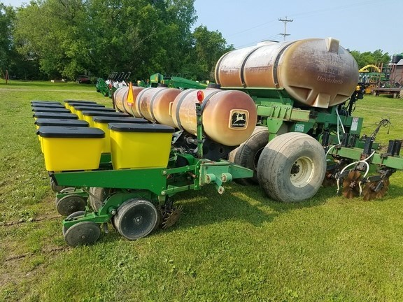 1997 John Deere 7200 Planter For Sale