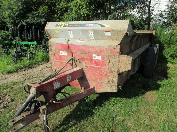 2013 H & S 370 Manure Spreader-Dry/Pull Type For Sale