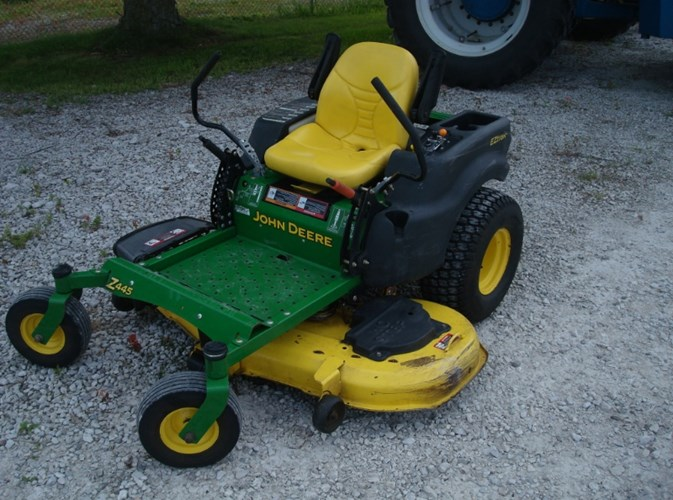 2007 John Deere Z445 Zero Turn Mower For Sale