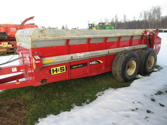 2016 H & S 430 Manure Spreader-Dry/Pull Type For Sale