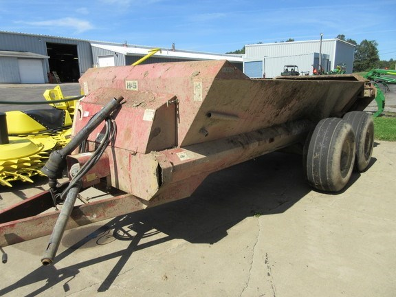 1999 H & S 1806 Manure Spreader-Dry/Pull Type For Sale
