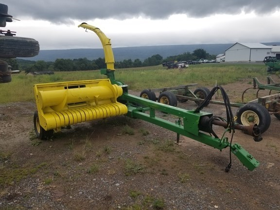 John Deere 3940 Forage Harvester-Pull Type For Sale
