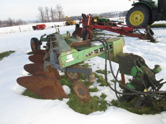 John Deere 2600 Plow-Moldboard For Sale