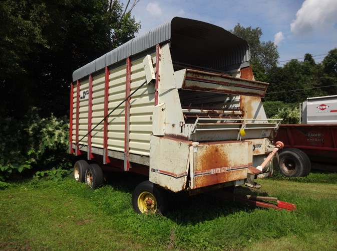 Dion 1016SE Forage Box-Wagon Mounted For Sale