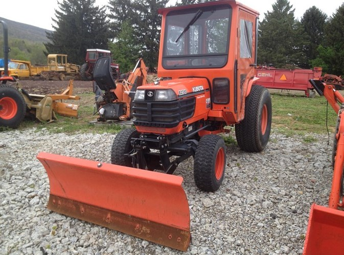 Kubota B2710 Tractor - Compact For Sale