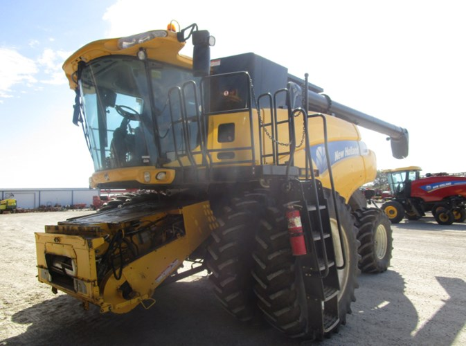 2006 New Holland CR9060 Combine For Sale