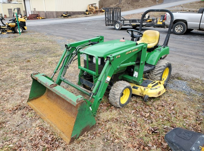 2004 John Deere 2210 Tractor - Compact For Sale