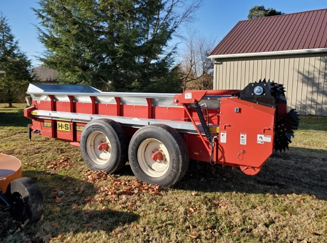 2018 H & S 3137 Manure Spreader-Dry/Pull Type For Sale