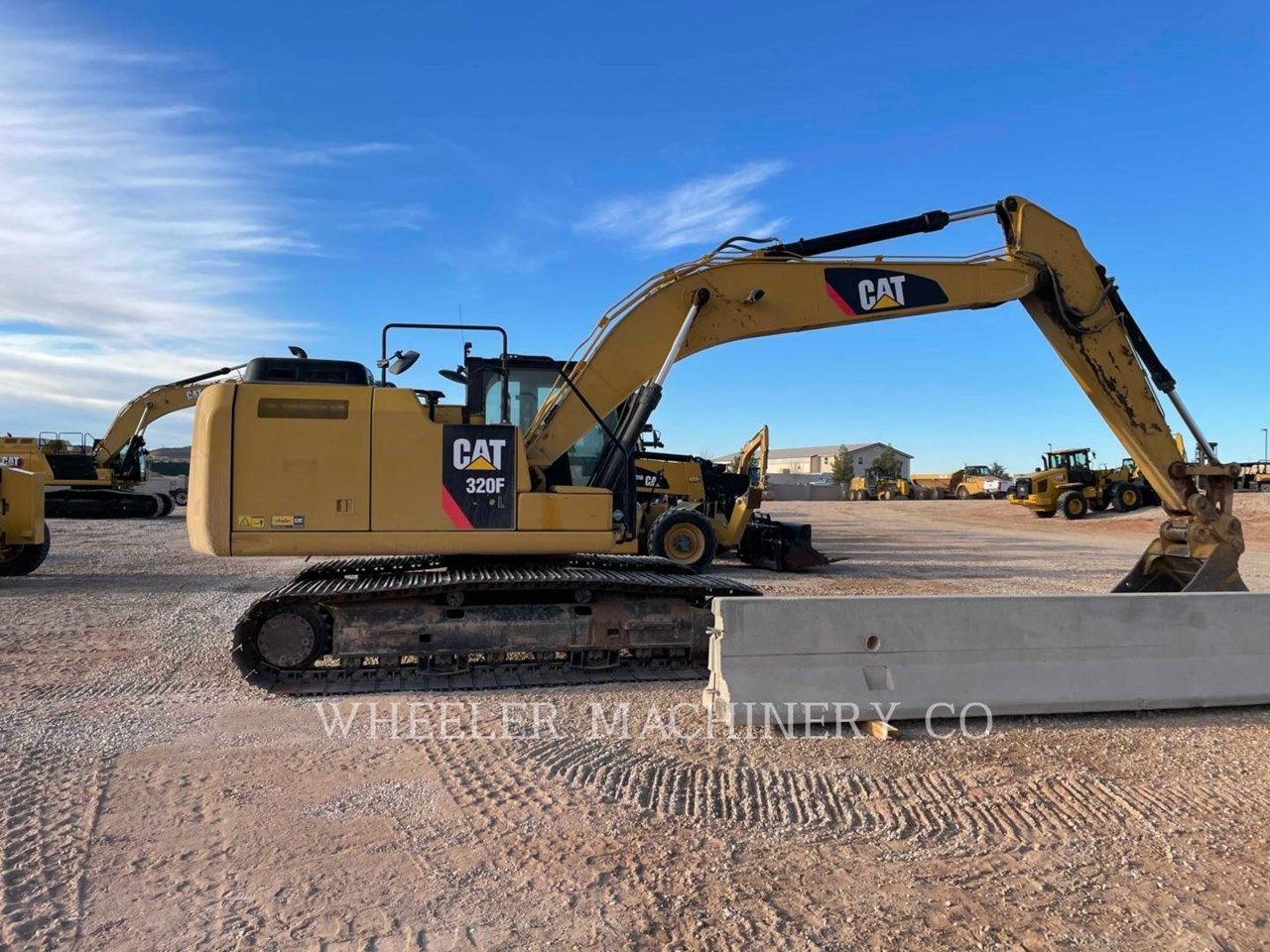 2017 Caterpillar 320F L Image 1