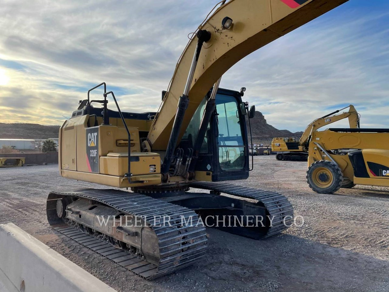 2017 Caterpillar 320F L Image 2