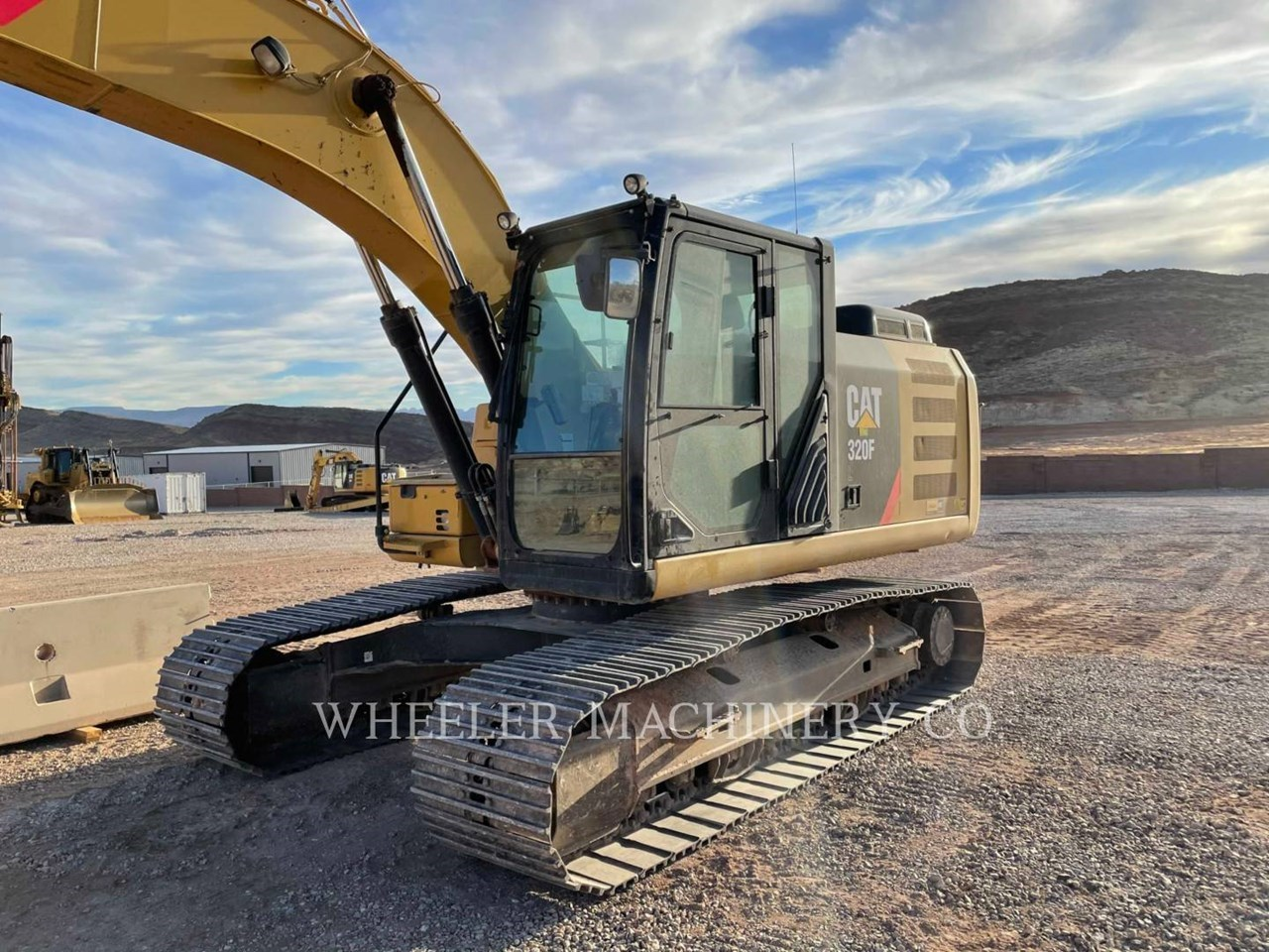 2017 Caterpillar 320F L Image 7