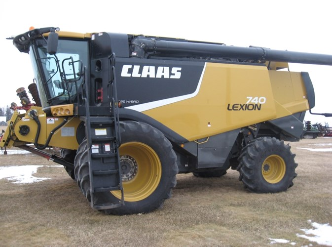 2013 CLAAS LEXION 740 Combine For Sale