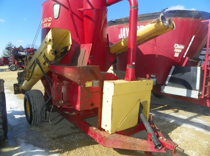New Holland 358 Grinder Mixer For Sale