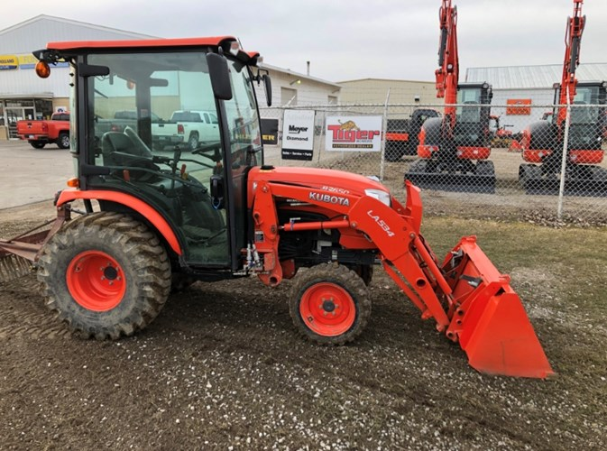 2017 Kubota B2650HSDC Tractor For Sale