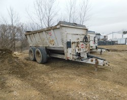 Manure Spreader-Dry For Sale: Kuhn Knight 8132