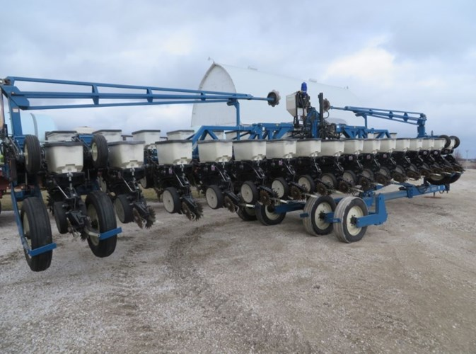 2000 Kinze 3600 Planter For Sale