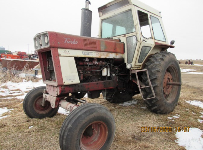 IH 1066 Tractor For Sale