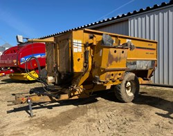 Feeder Wagon-Portable For Sale: Kuhn Knight 3030