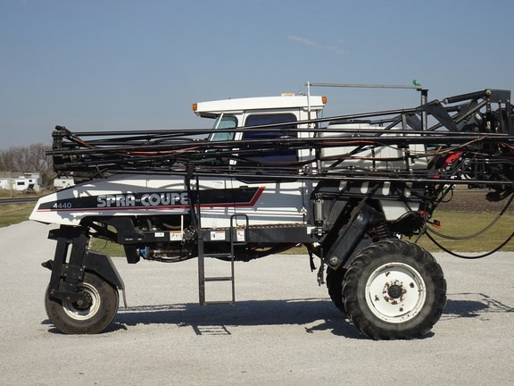 2002 Spra-Coupe 4440 Sprayer-Self Propelled For Sale