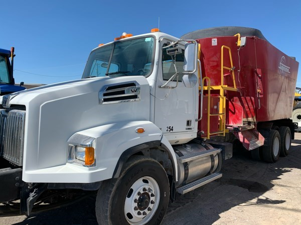 2012 Supreme 1200TTM Feed Truck For Sale