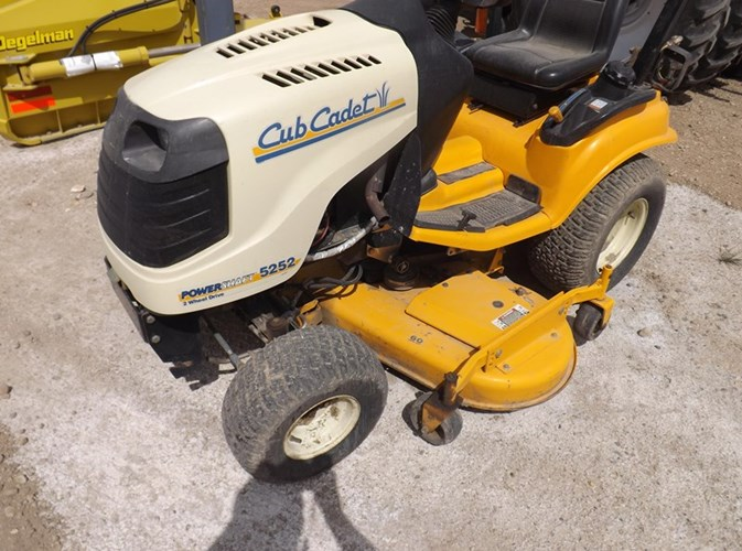 2005 Cub Cadet 5252 Riding Mower For Sale