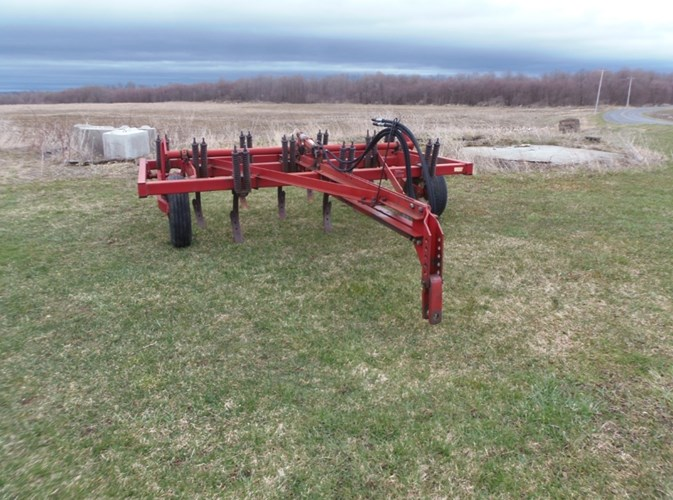 IH 5600 12 SHANK CHISEL PLOW Tillage For Sale
