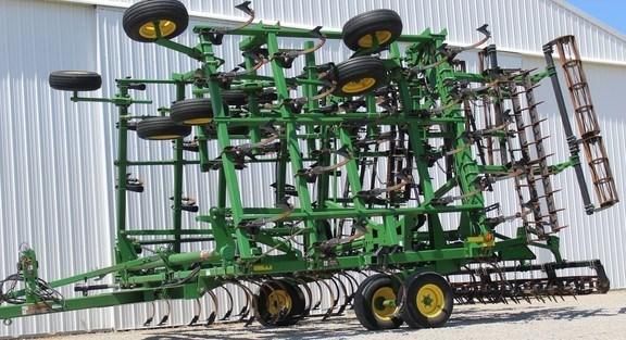2007 John Deere 2210 Field Cultivator For Sale