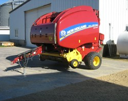 Baler-Round For Sale: 2014 New Holland RB560